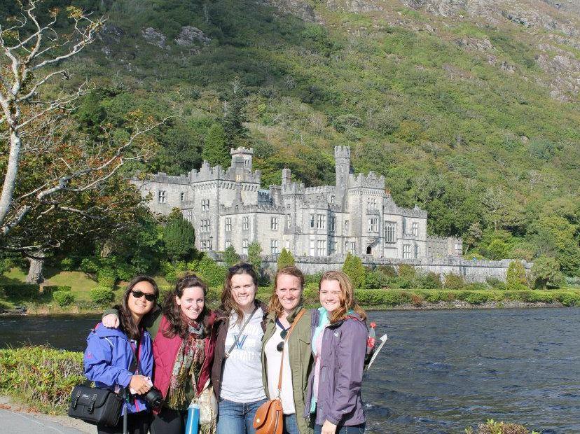 Erin Johnson friends study abroad