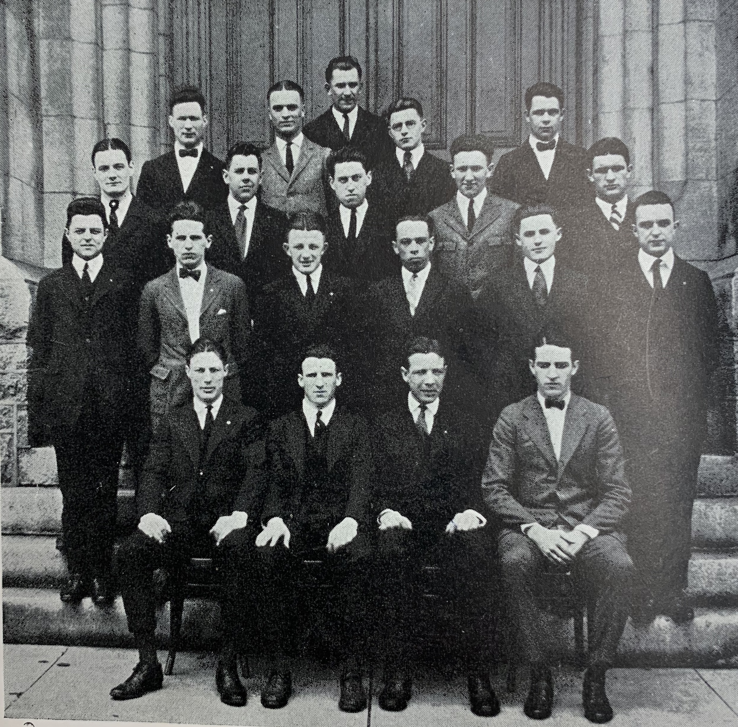 black & white photo of the Senior Class of 1922