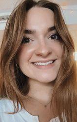 Allie Reczek headshot